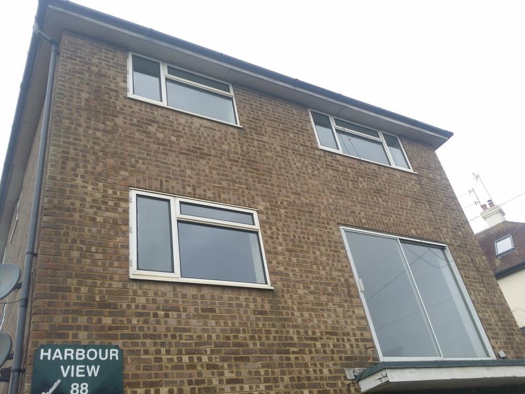 3 Bedrooms Maisonette Flat for rent in Fort Road, Newhaven BN9