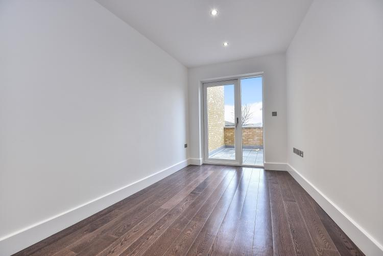 3 Bedrooms Apartment Flat for rent in Peckham High Street London SE15