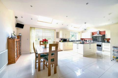 5 bedroom house to rent - North Park Eltham SE9