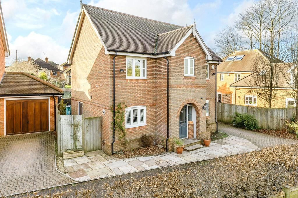 4 Bedrooms Detached House for sale in Heronswood, Odiham, Hook, Hampshire