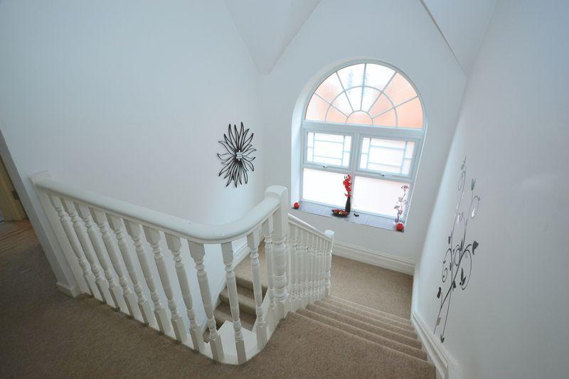 2 Bedrooms Apartment Flat for sale in Midland Heights, Norwich Avenue West, Bournemouth