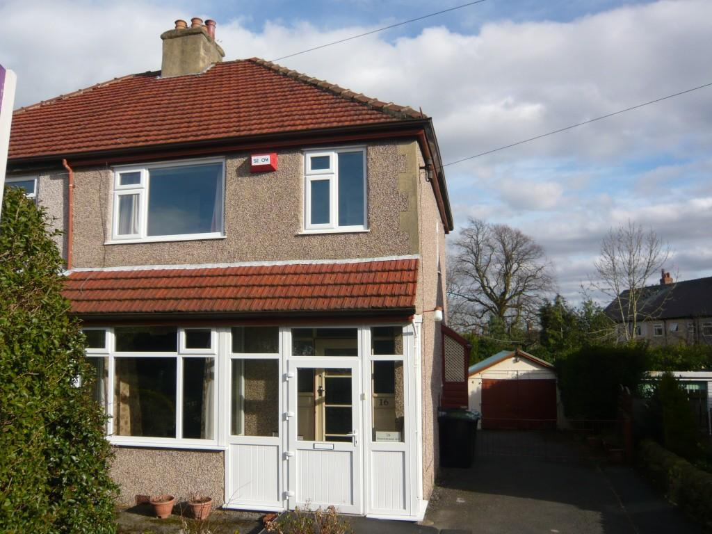 3 Bedrooms Semi Detached House for rent in Pennithorne Avenue, Baildon