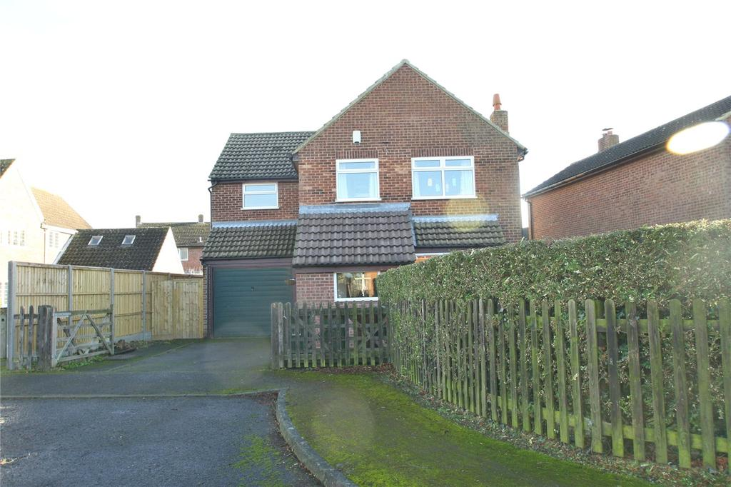 4 Bedrooms Detached House for sale in Meadow Close, Oakley, Aylesbury, HP18