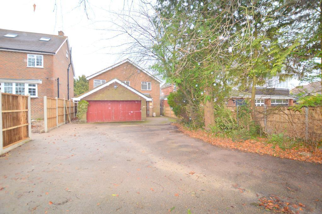3 Bedrooms Detached House for sale in Barton Road, Luton, Beds, LU3 2BB
