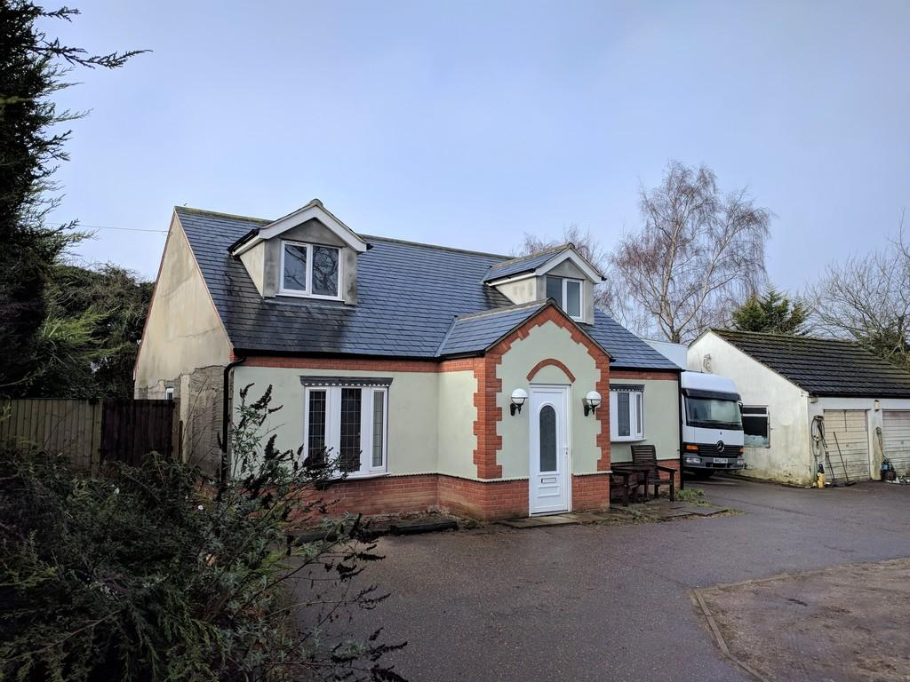 4 Bedrooms Detached House for sale in Norwich Road, Poringland