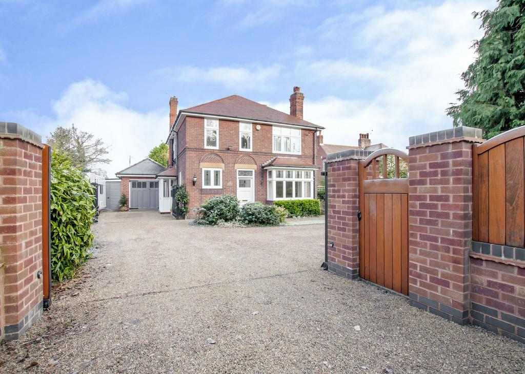 3 Bedrooms Detached House for sale in Great North Road, Barnby Moor, Retford