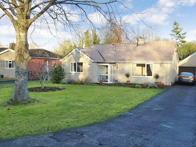 4 Bedrooms Detached Bungalow for sale in The Spa, Melksham