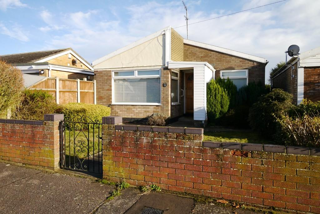 2 Bedrooms Detached Bungalow for sale in Rock Road, Oulton Broad, Lowestoft