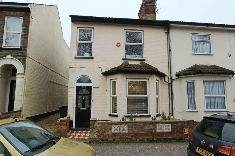 3 Bedrooms Terraced House for sale in London Road South, NR33