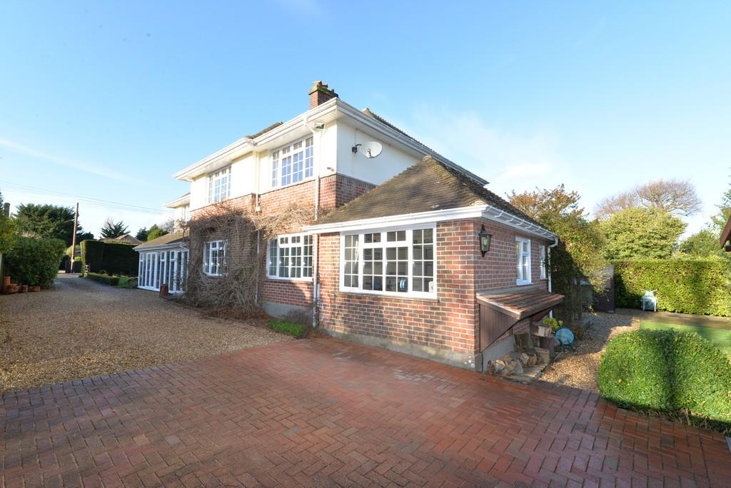 5 Bedrooms Detached House for sale in Barrs Wood Road, New Milton
