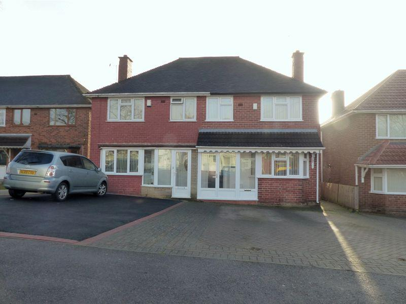 3 Bedrooms Semi Detached House for sale in Leighton Close, Great Barr