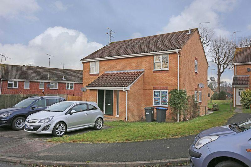 1 Bedroom Apartment Flat for sale in Larch Way, Haywards Heath