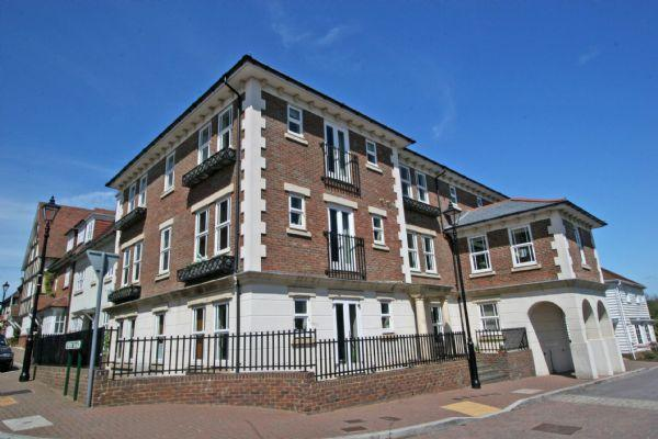2 Bedrooms Apartment Flat for sale in Updown Hill, Haywards Heath