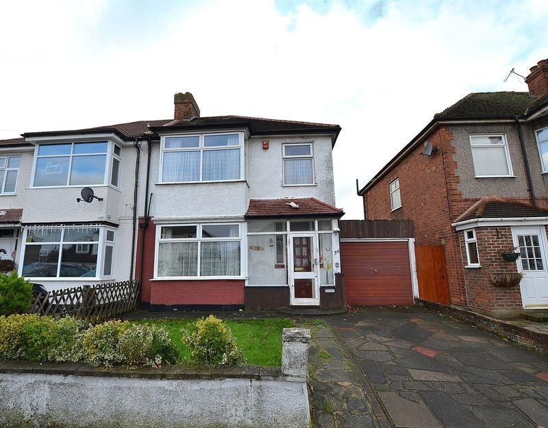 3 Bedrooms Semi Detached House for sale in Cadwallon Road, SE9