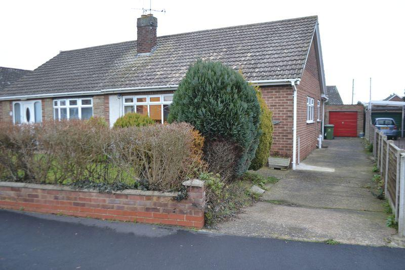 2 Bedrooms Semi Detached Bungalow for sale in Gravel Pit Road, Gainsborough