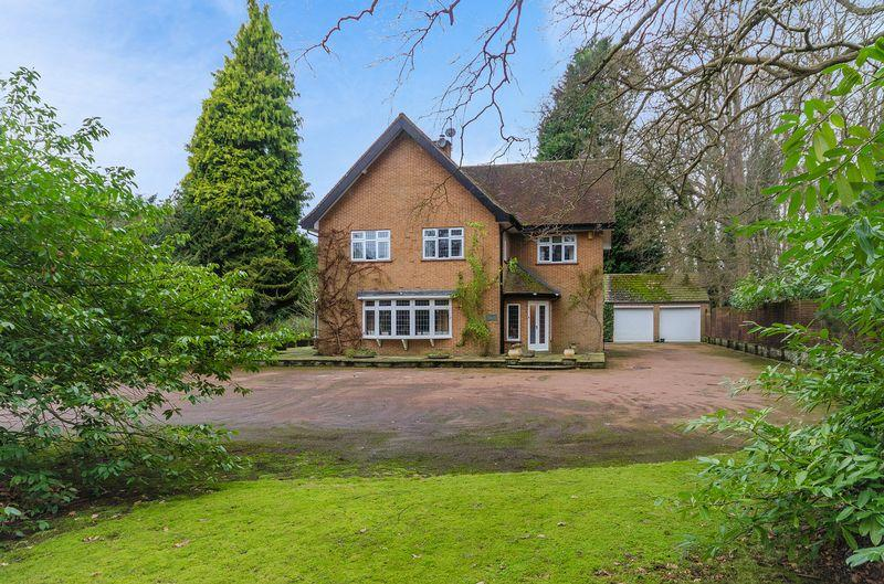 4 Bedrooms Detached House for sale in Kyebe, 15 Horncastle Road, Woodhall Spa - Annexe Potential