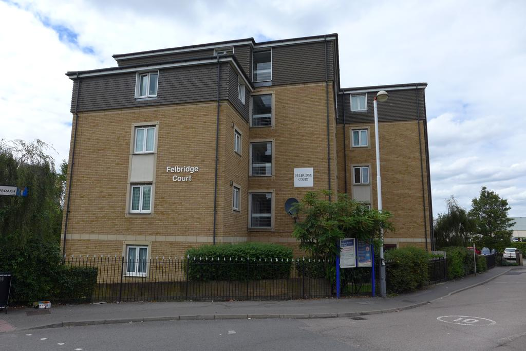 2 Bedrooms Flat for sale in Felbridge Court, High Street, Feltham