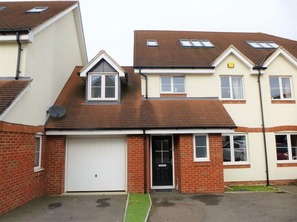 4 Bedrooms Terraced House for sale in Pinewood Close, Leybourne