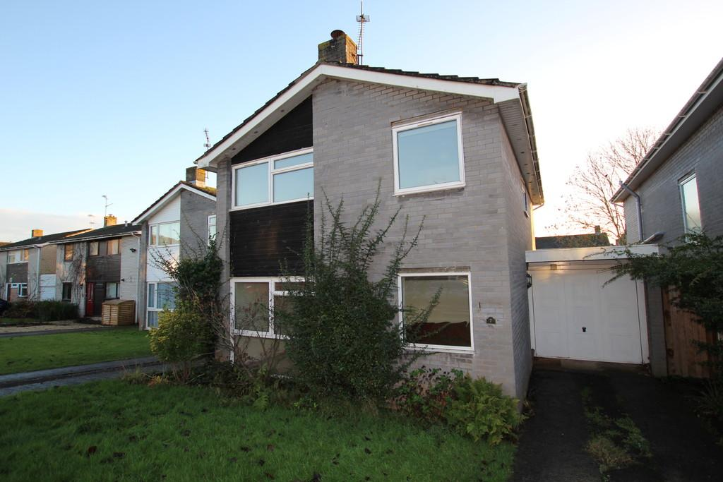 4 Bedrooms Link Detached House for sale in Ideal for families! Located in a quiet no through cul de sac location within a short walk of the vil
