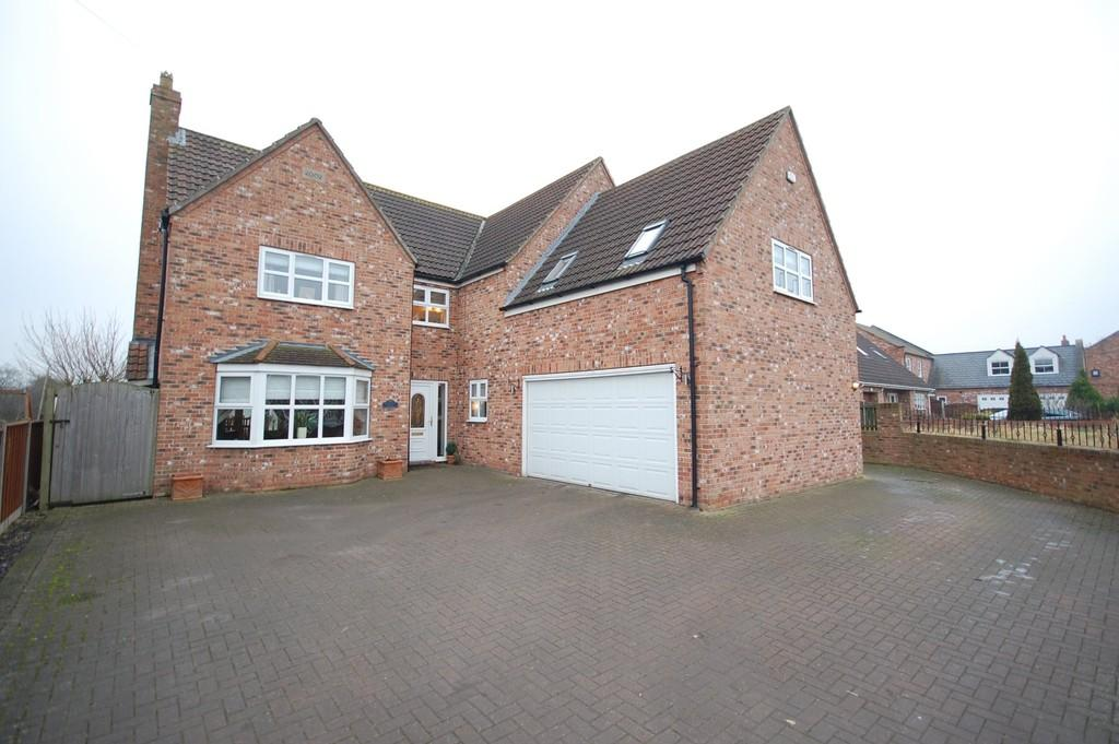 5 Bedrooms Detached House for sale in Main Street, Pollington