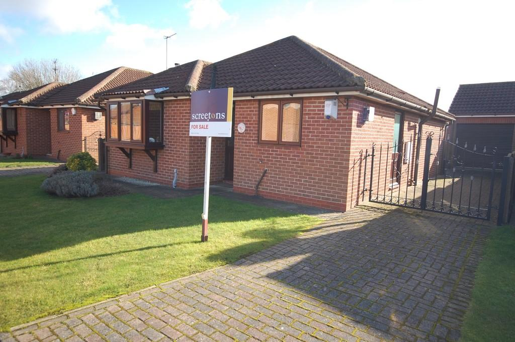 3 Bedrooms Detached Bungalow for sale in Villa Fields, Snaith