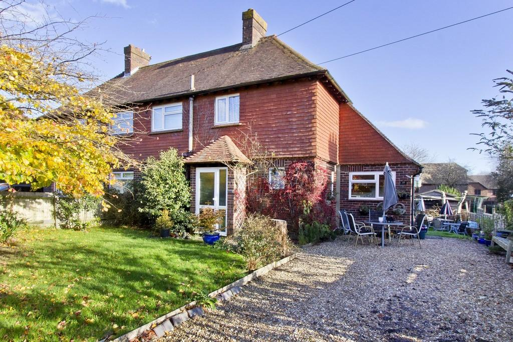 2 Bedrooms Semi Detached House for sale in Alderbrook Close, Crowborough