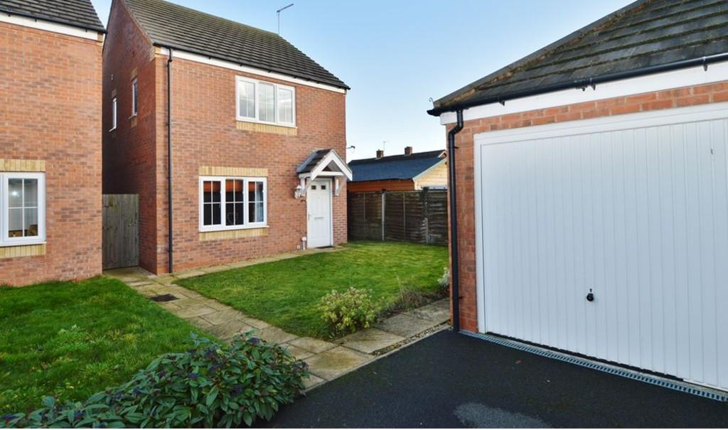 3 Bedrooms Detached House for sale in Gorsey Close, Handsacre