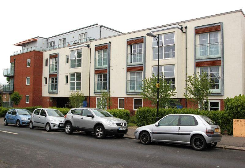 2 Bedrooms Flat for sale in 1 Honiton Road, Southend-On-Sea