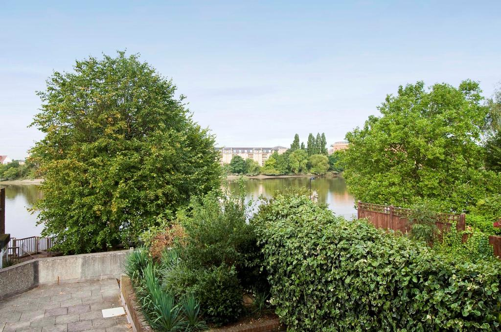 1 Bedroom Flat for sale in Rainville Road, Hammersmith, London