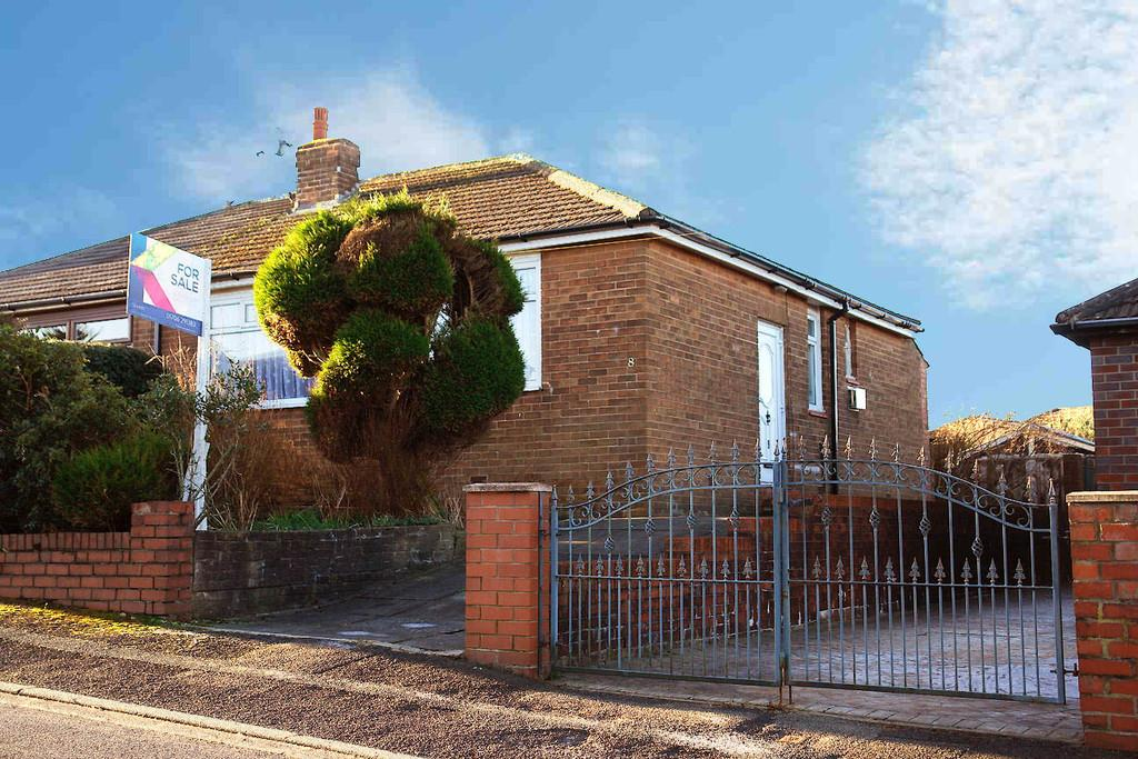 2 Bedrooms Semi Detached Bungalow for sale in Foxhill, Shaw