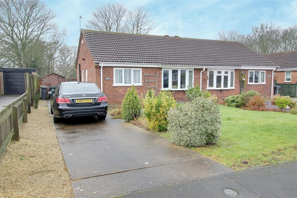 2 Bedrooms Semi Detached Bungalow for sale in Cheltenham Way, Mablethorpe
