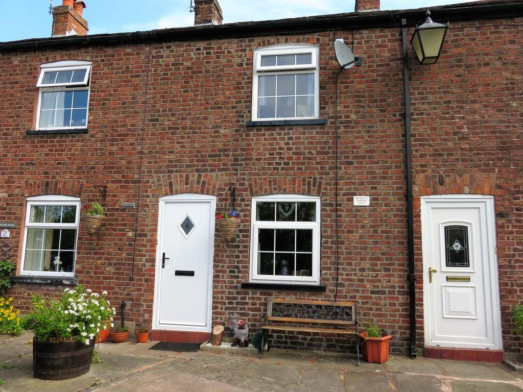 1 Bedroom Terraced House for sale in Hollands Place, Macclesfield