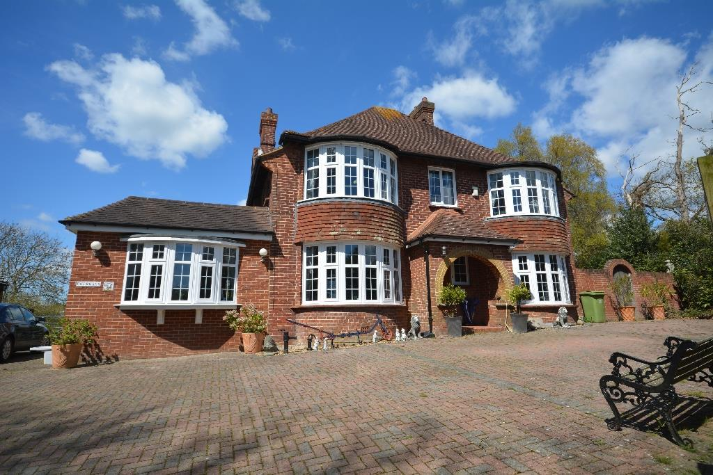 5 Bedrooms Detached House for sale in Ninfield Road, Bexhill-On-Sea
