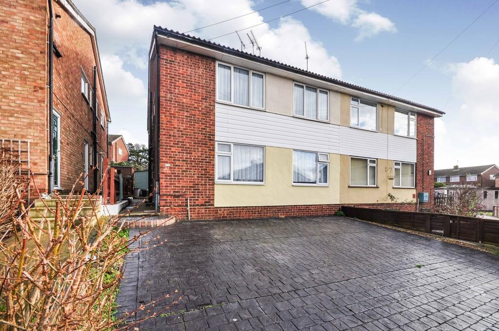 2 Bedrooms Maisonette Flat for sale in Rayleigh Close, Colchester, CO4 0AT