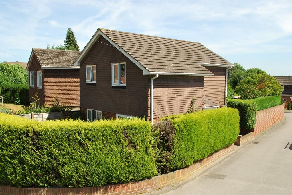 3 Bedrooms Detached House for sale in Levern Drive, Nutshell Lane