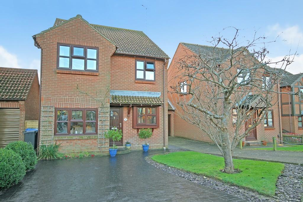 4 Bedrooms Detached House for sale in Highview, Sompting, BN15 0QW