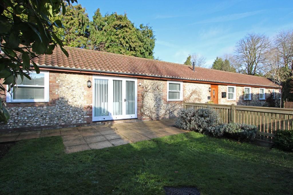 3 Bedrooms Detached Bungalow for sale in Waterhouse Lane, Kingswood