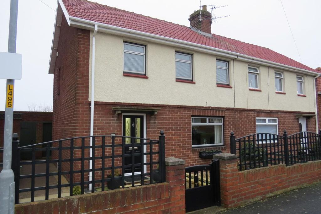 3 Bedrooms Semi Detached House for sale in Woodlea, Newbiggin-By-The-Sea