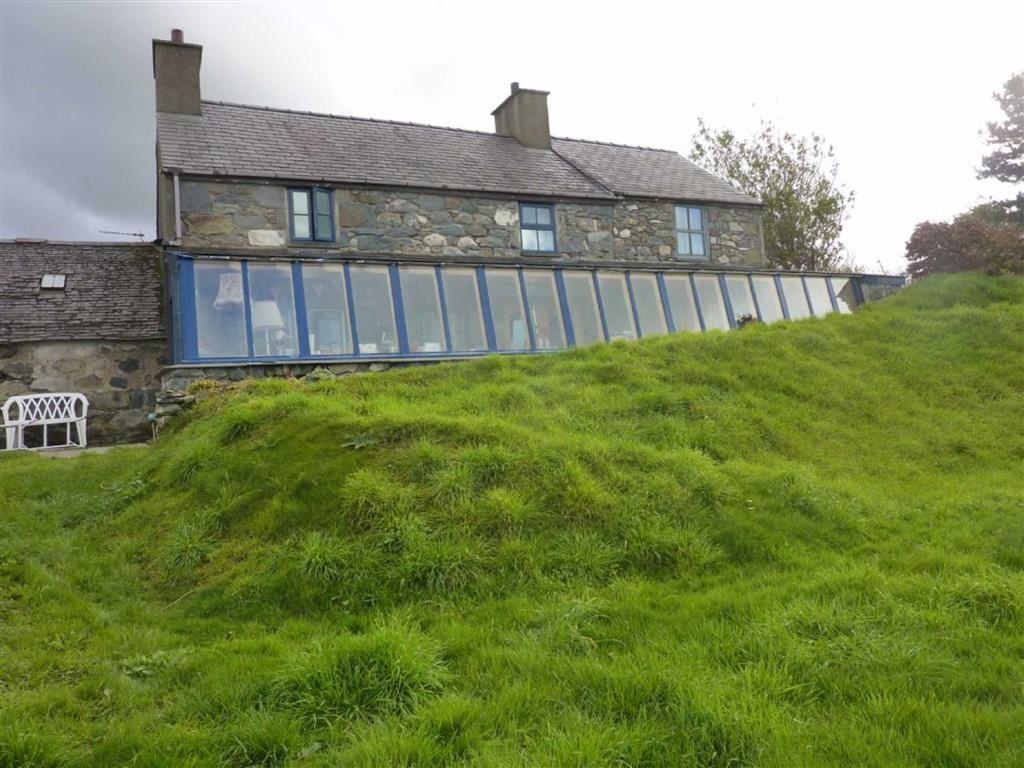 3 Bedrooms Land Commercial for sale in Groeslon, Nr Caernarfon, Gwynedd, LL54