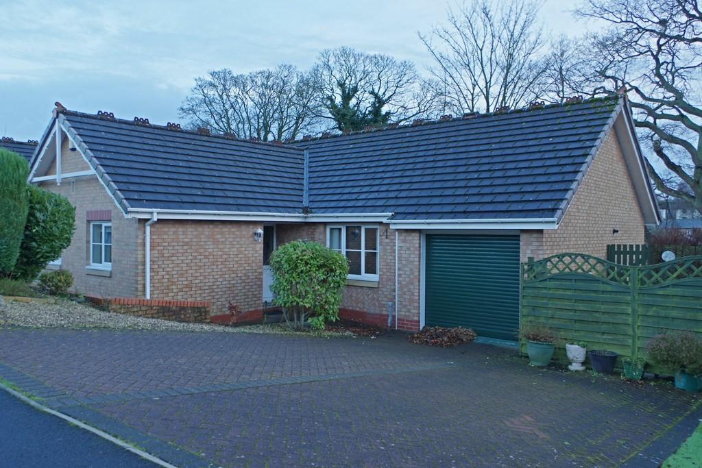 3 Bedrooms Detached Bungalow for sale in Howard Gardens, Brampton