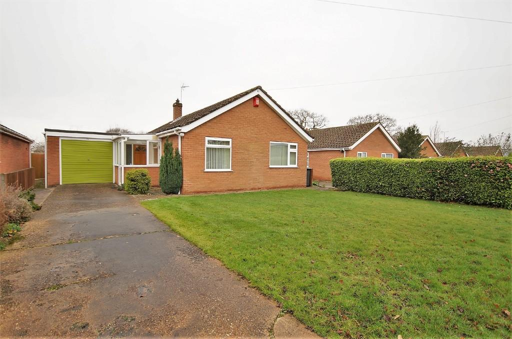3 Bedrooms Detached Bungalow for sale in Hilltop Close, Eagle