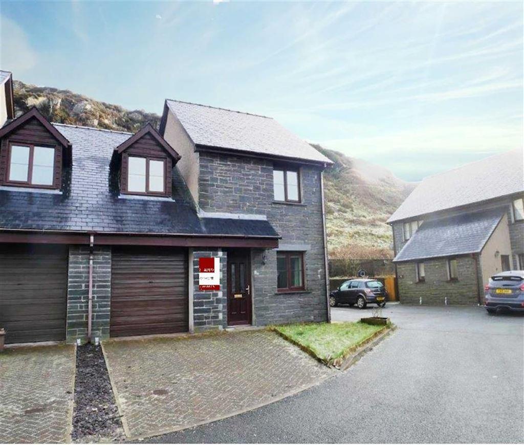 3 Bedrooms Semi Detached House for sale in Stad Yr Ysgol, Blaenau Ffestiniog