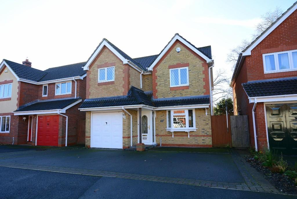 3 Bedrooms Detached House for sale in Hainault Drive, Verwood
