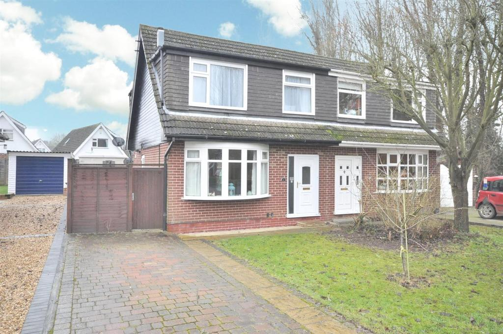 3 Bedrooms Semi Detached House for sale in Daybell Close, Bottesford