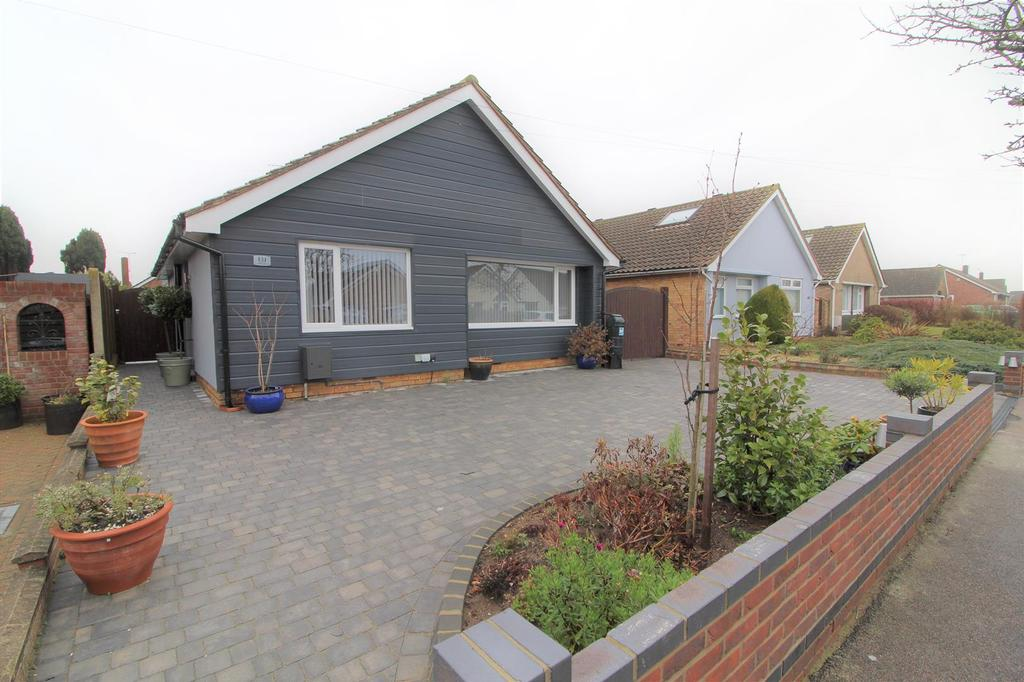2 Bedrooms Detached Bungalow for sale in Bemerton Gardens, Kirby Cross, Frinton-On-Sea