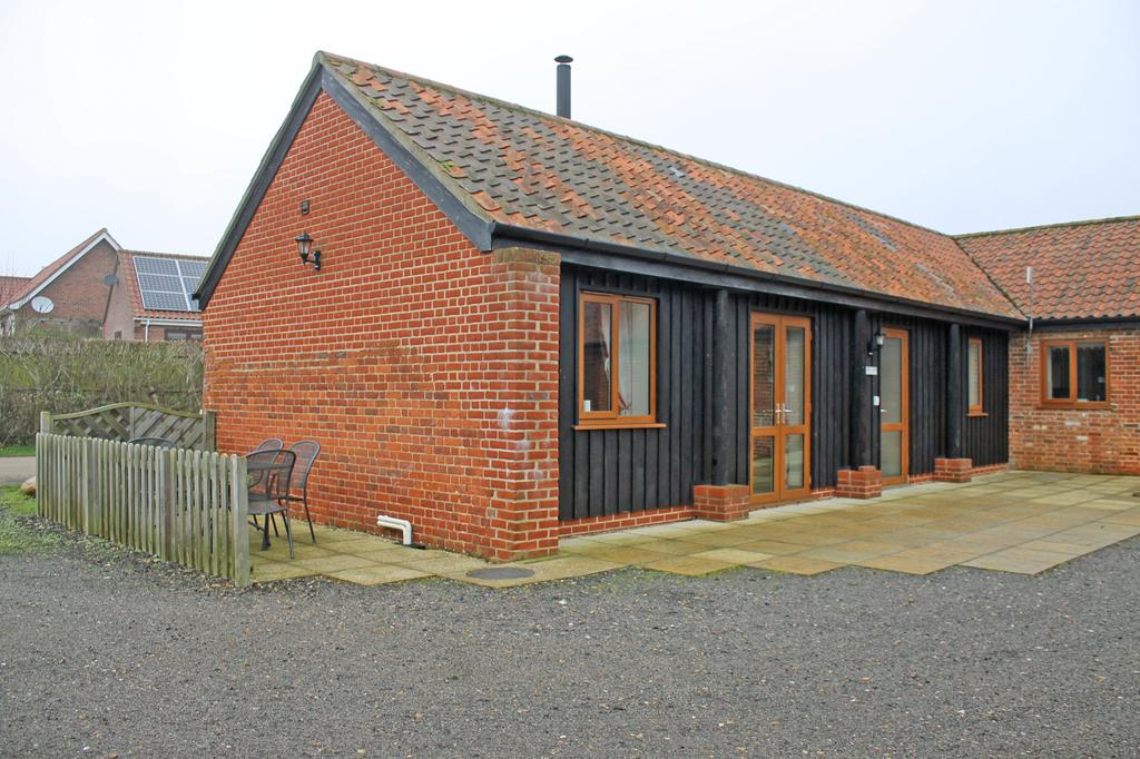 2 Bedrooms Barn Character Property for rent in Hall Farm Barns, Saxthorpe NR11