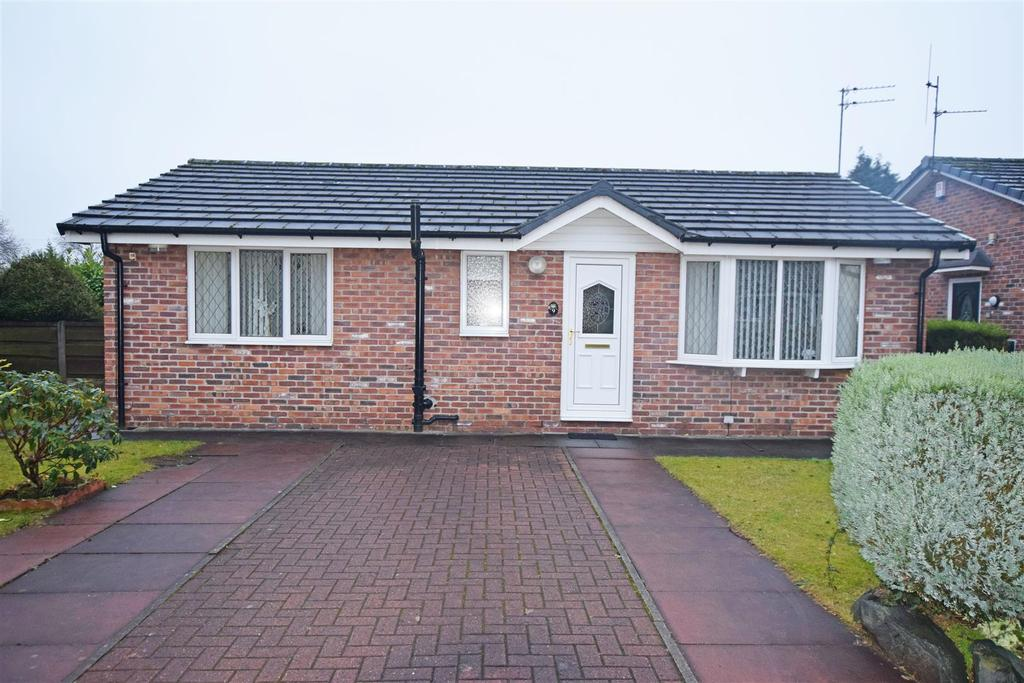 2 Bedrooms Detached Bungalow for sale in Nunfield Close, Moston, Manchester