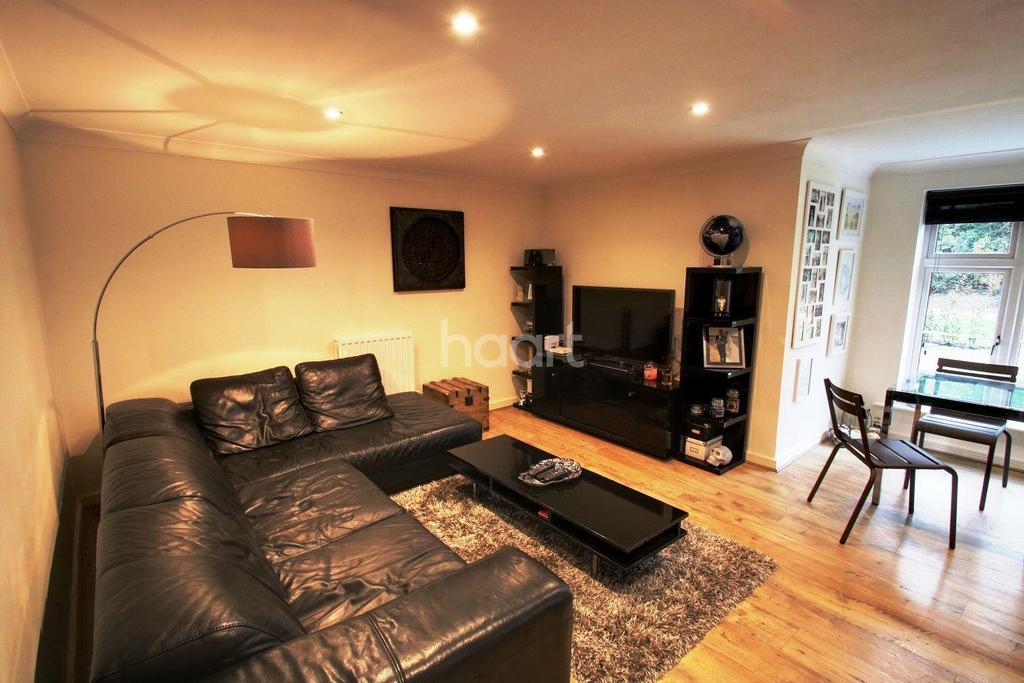 2 Bedrooms Flat for sale in Hunton Bridge, WD4