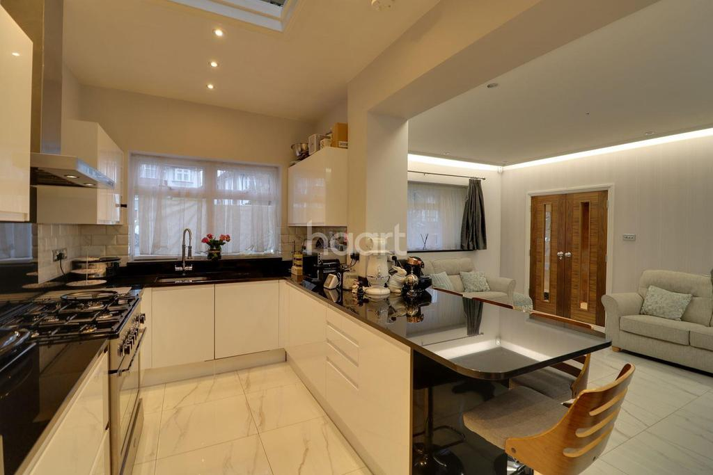 4 Bedrooms Detached House for sale in Pear Close, London NW9