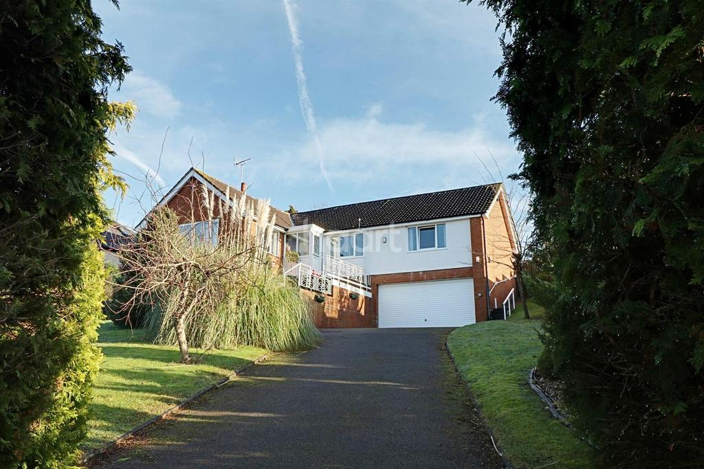 4 Bedrooms Bungalow for sale in Duchess Road, Osbaston, Monmouth